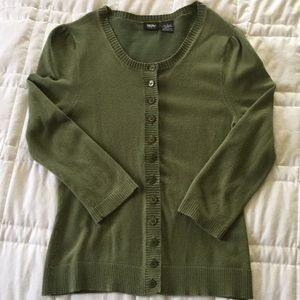 Olive green 3/4 sleeve sweater